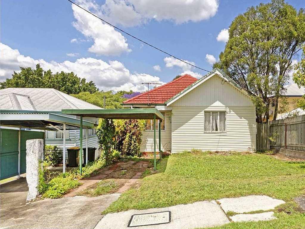 Location, Location, Location! 3 Bedroom Cottage in Chermside