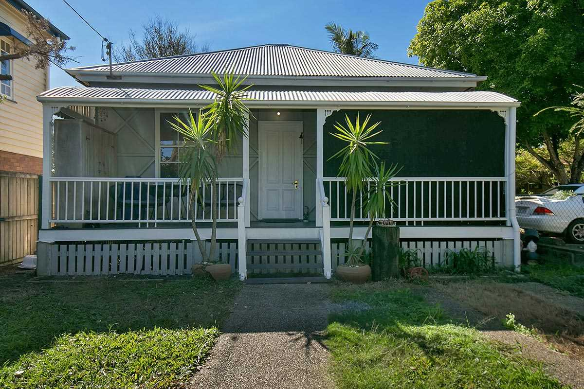Charming Queenslander With Loads Of Character