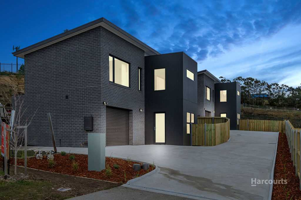 Stylish And Modern Villa Units In Sought After New Town