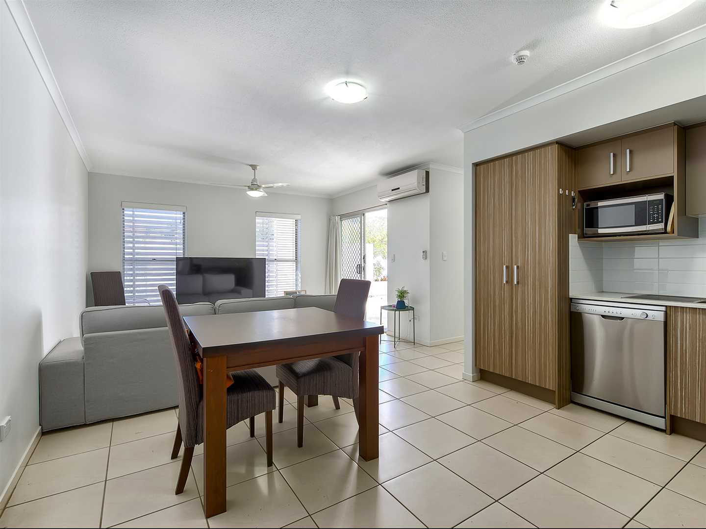 Ground floor, private access to huge fenced courtyard!