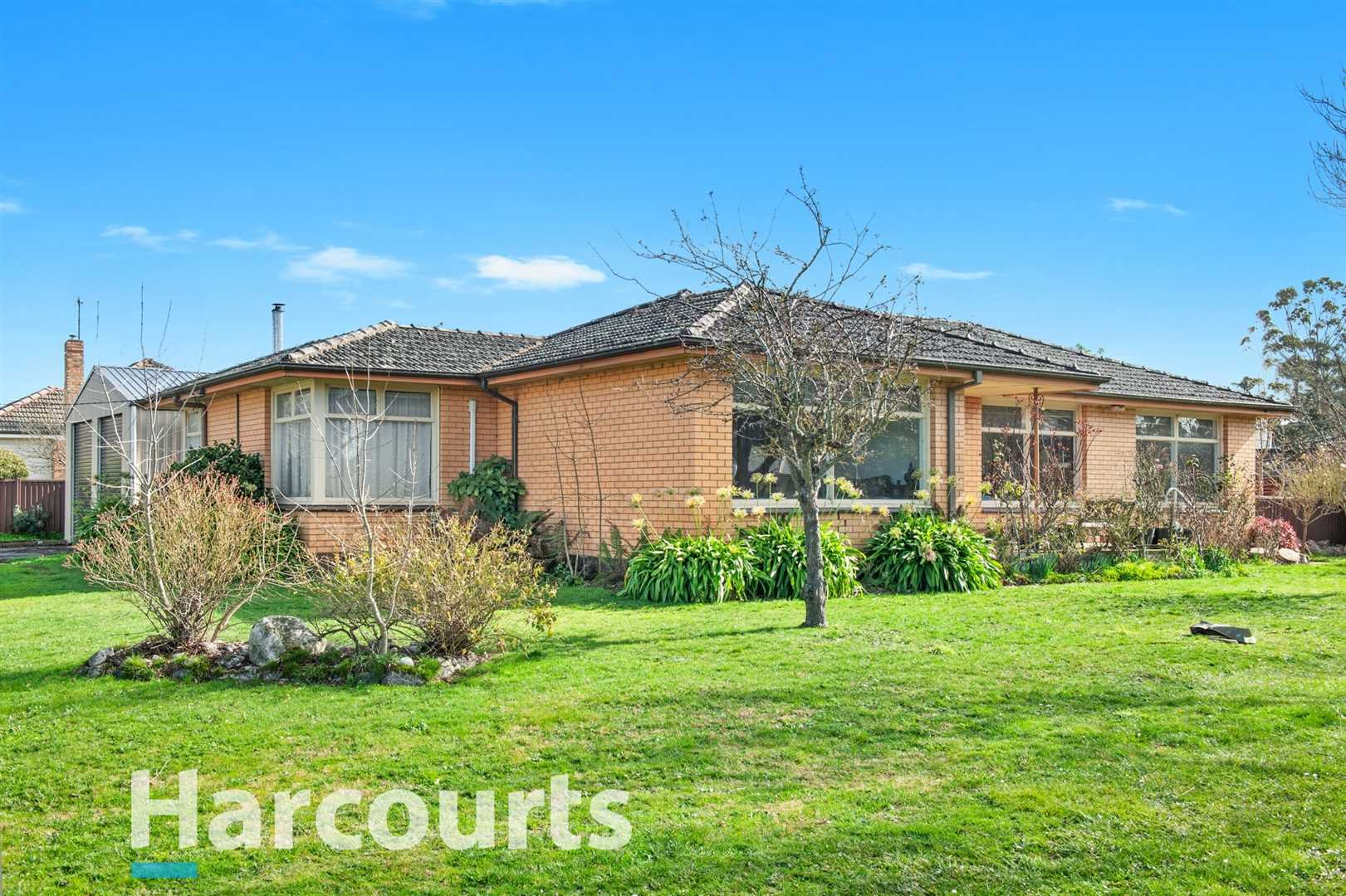 Superb Brick Home With Large Tradie Shed In a Great Location