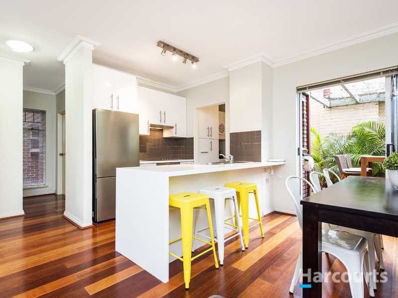 Modern, Easy Care Apartment In Small Neighbourly Complex