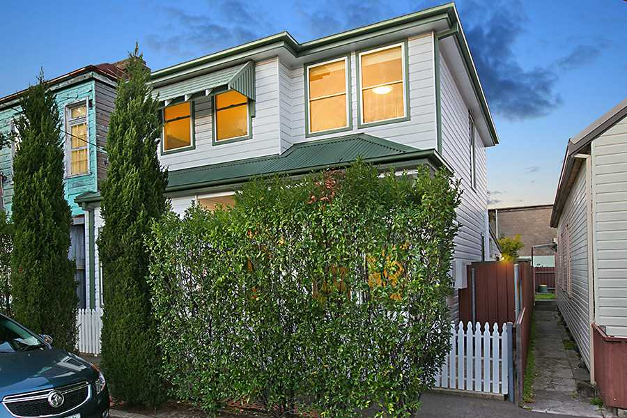 Spacious 5-Bedroom Family Home in Inner City Hotspot