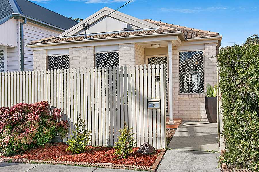 Modern 2-Bedder with Rear Lane Access in Vibrant Inner-City