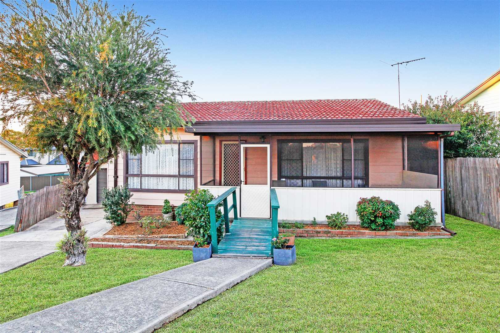Walk To Station In South Blacktown - Home Plus Granny Flat!
