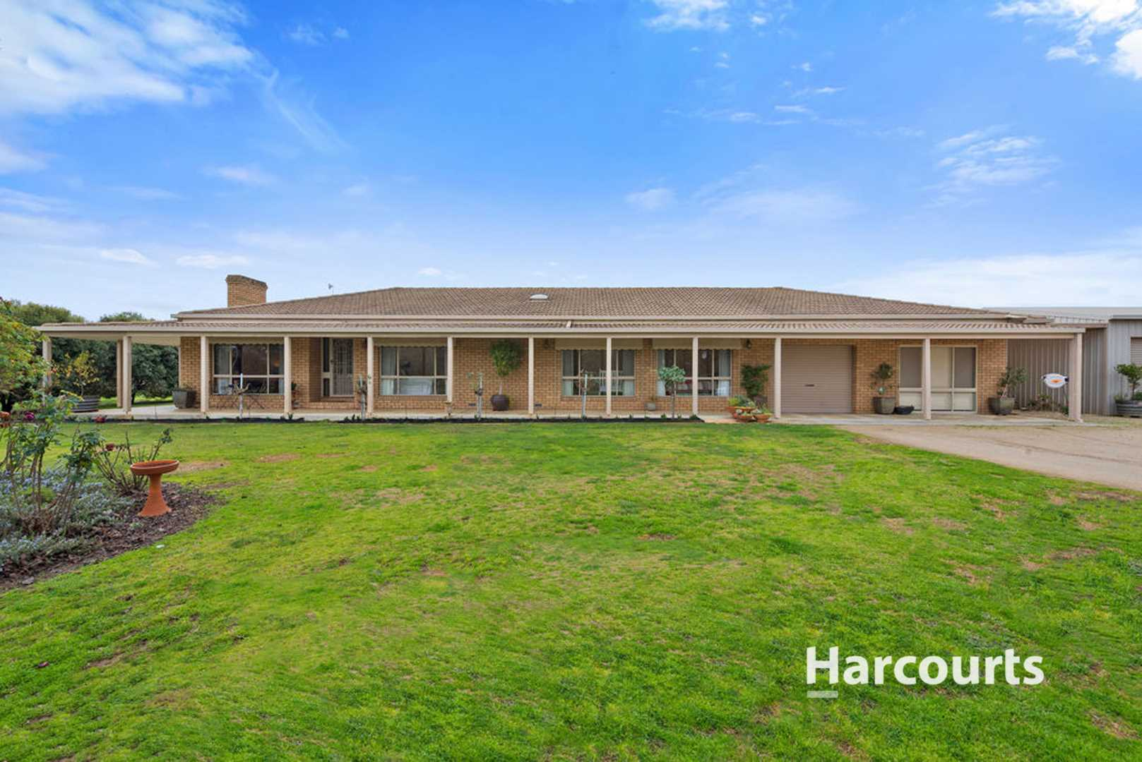 2.02 HA Superb Family Living With Space 5 Acres
