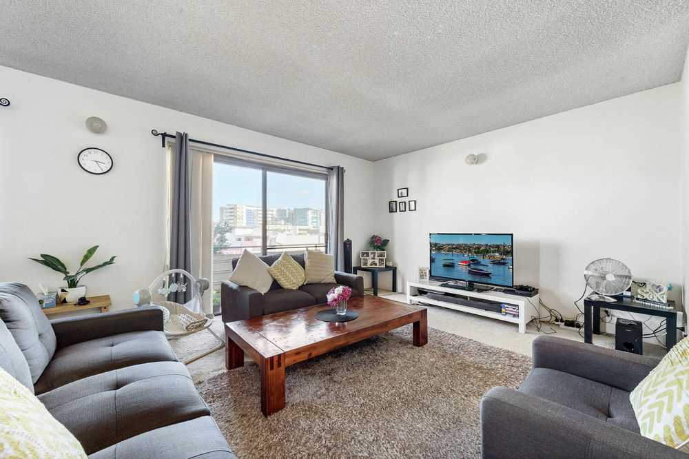 Chermside - Unit with everything close by