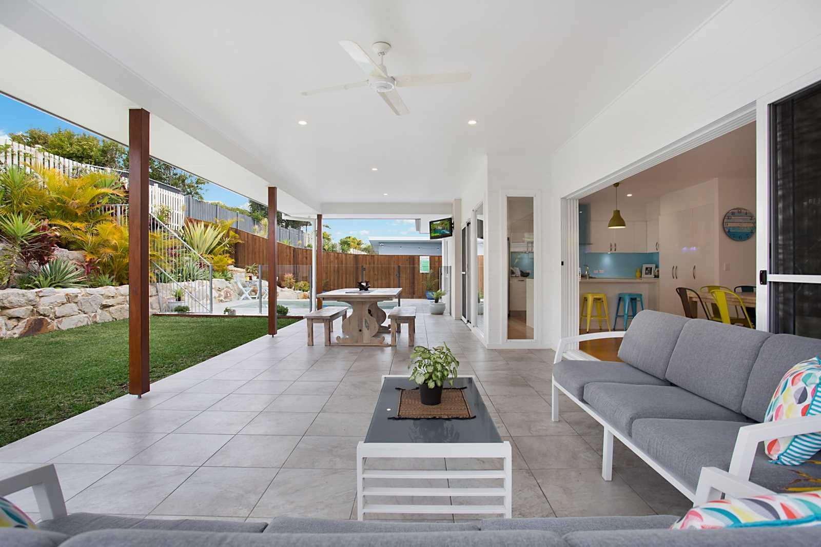 Modern Open Plan Entertainer's Home