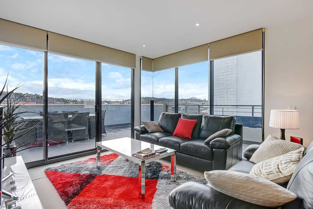 Inner-City Penthouse Apartment in Boutique Complex