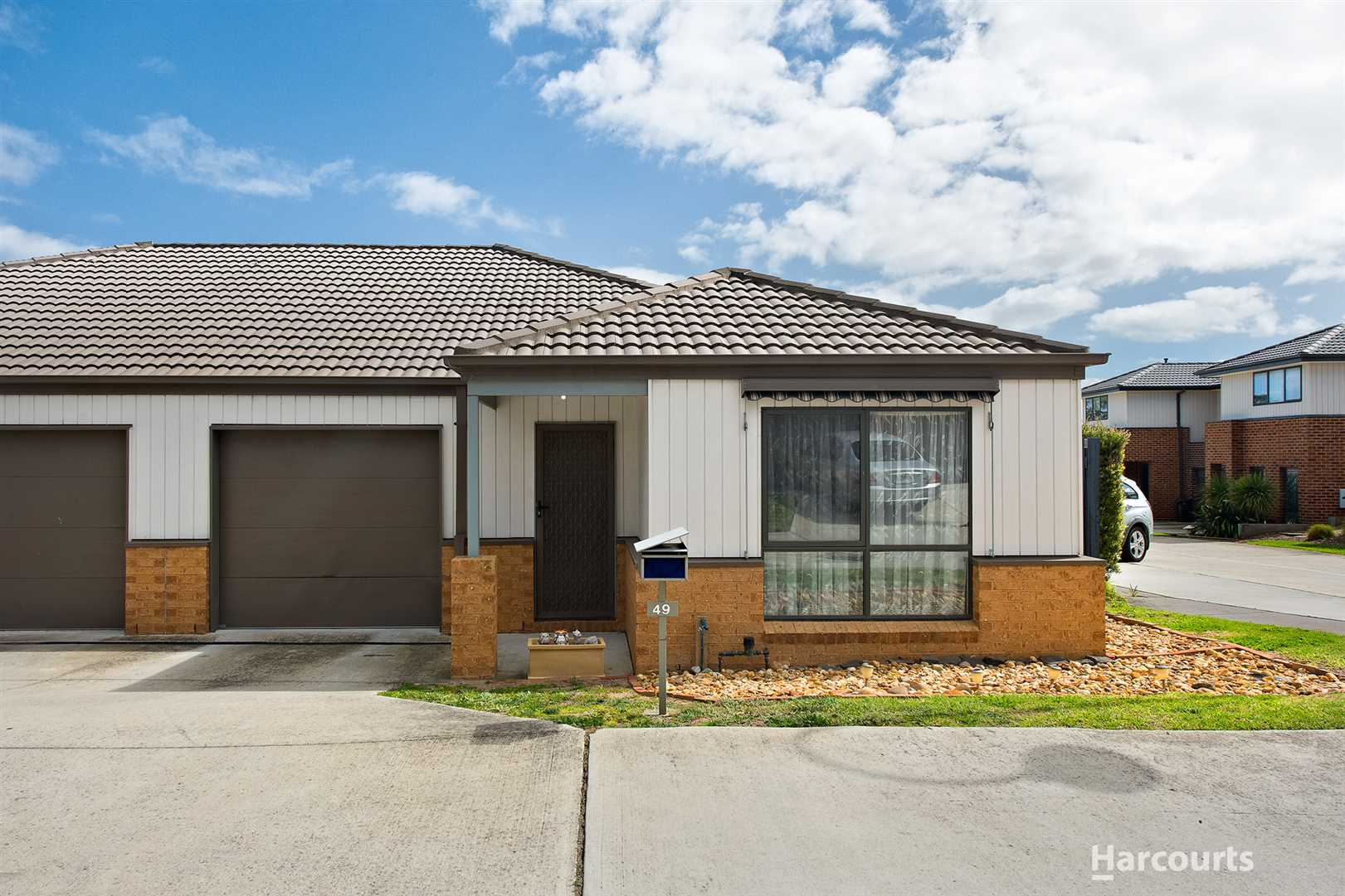 Modern Unit, walk to the local Shopping Centre