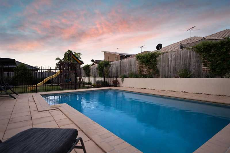 Massive Metricon home with Inground Pool on a 965m2 block!