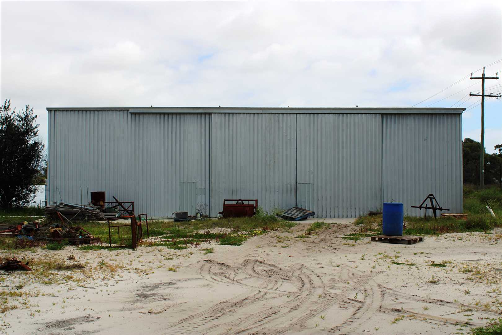 Machinery Shed 240 m2 approx