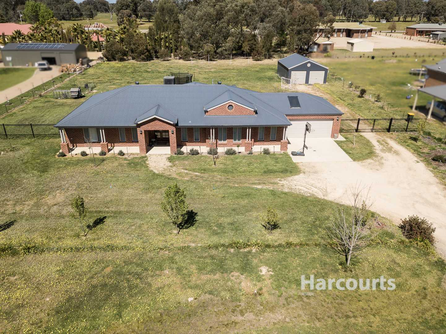 Superb Family Living With Space and Shedding - 3998m2