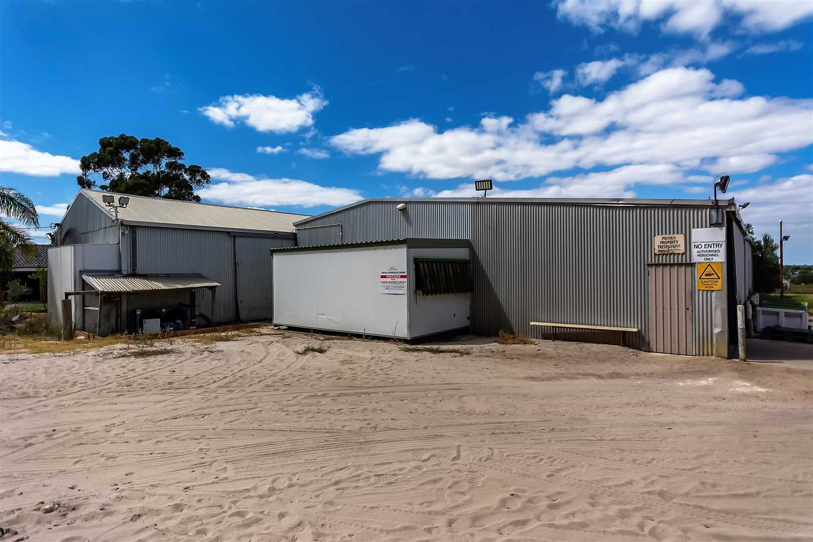 Main Shed 520m2 plus