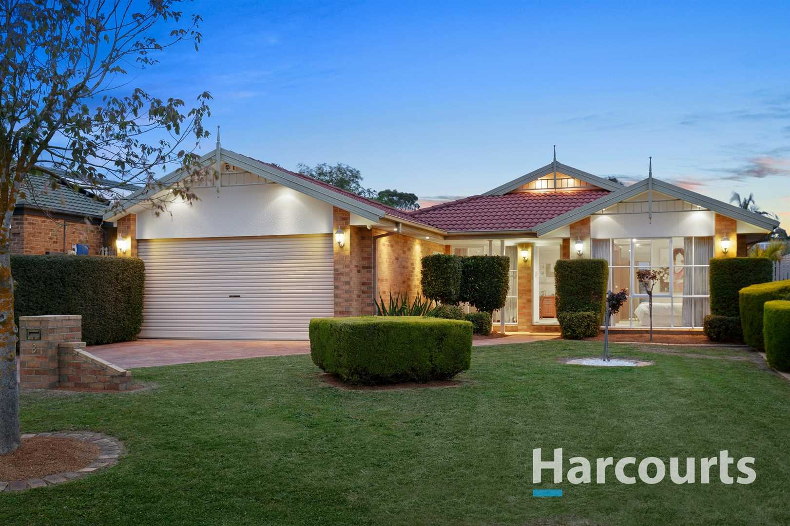 Immaculate Home in Tranquil Court Location