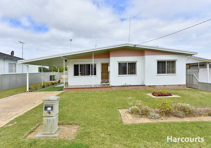 Lovely home on subdividable R25 block