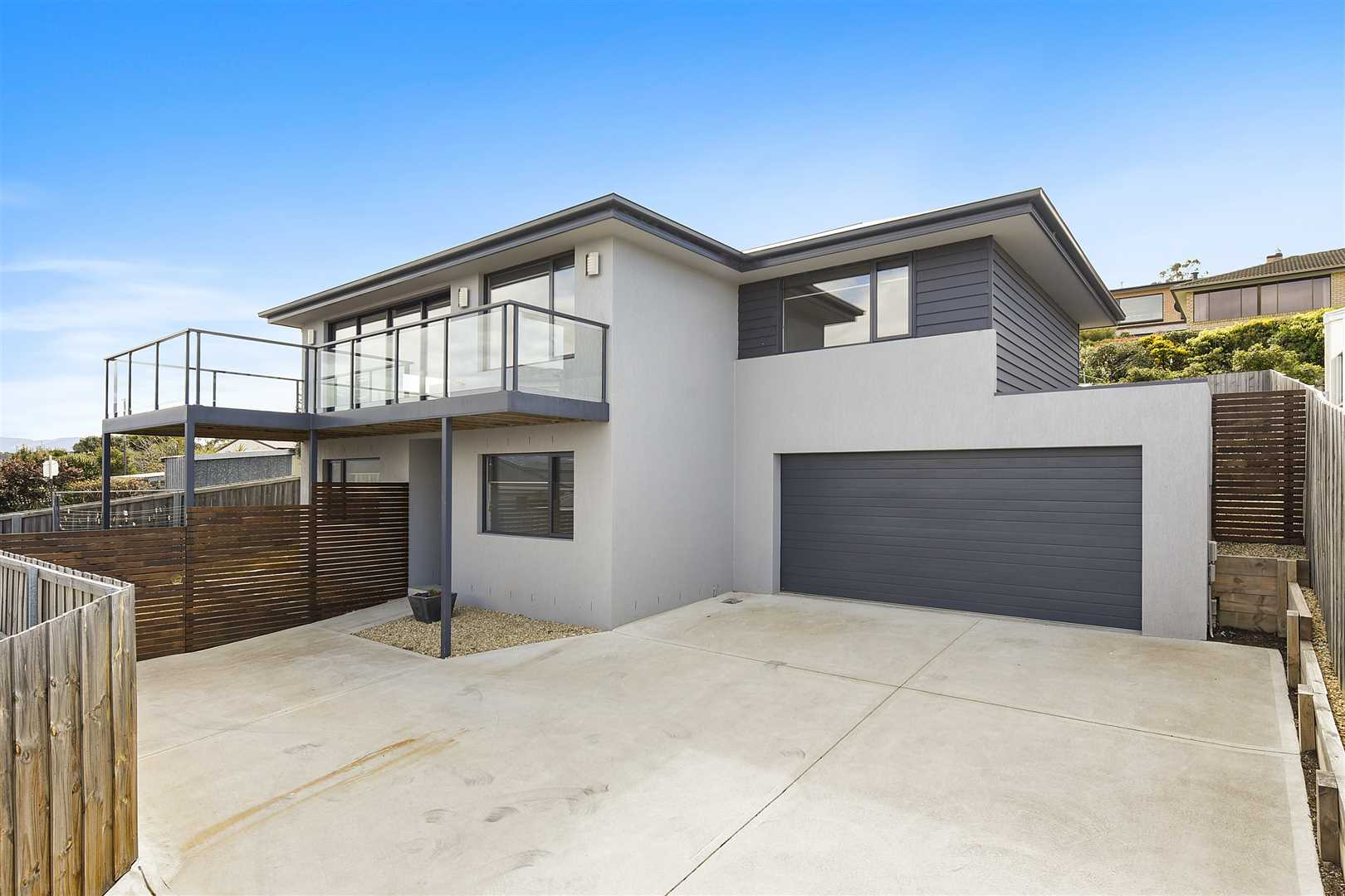 Stylish Home - Impressive Views