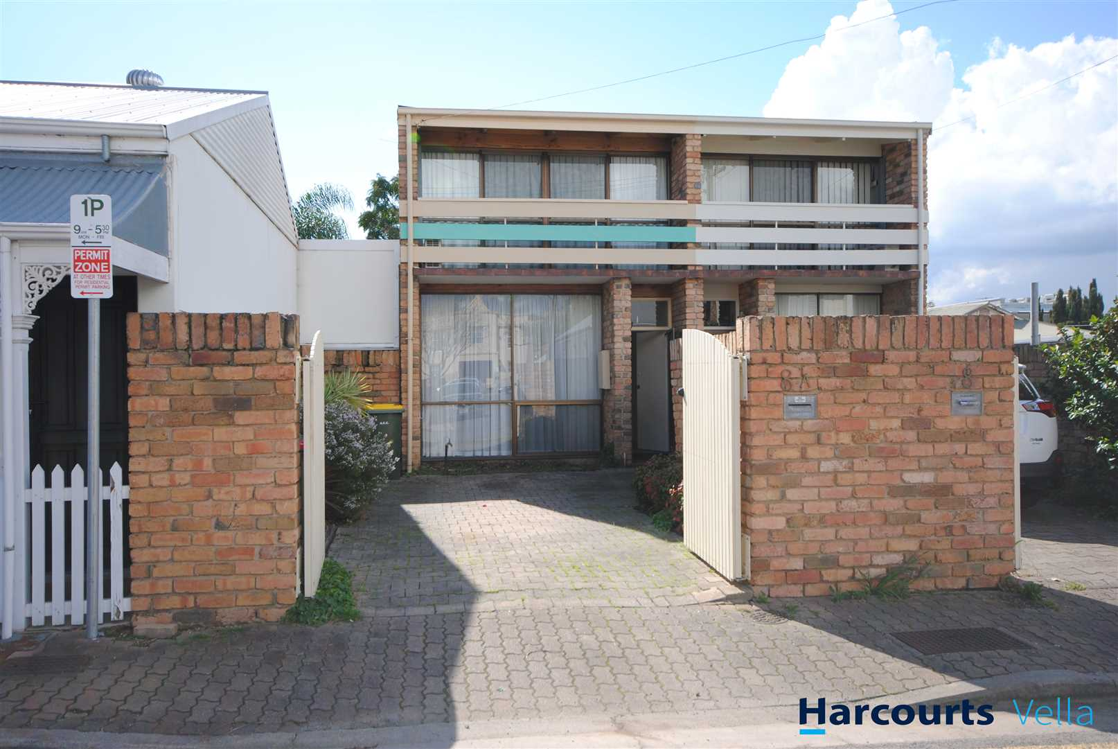Trendy townhouse - walk to Hutt Street (Cafes & Shops)