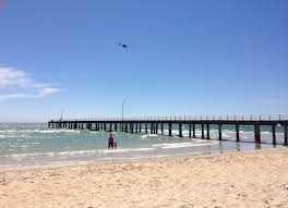 Walk to Beach, Shops & Train Station