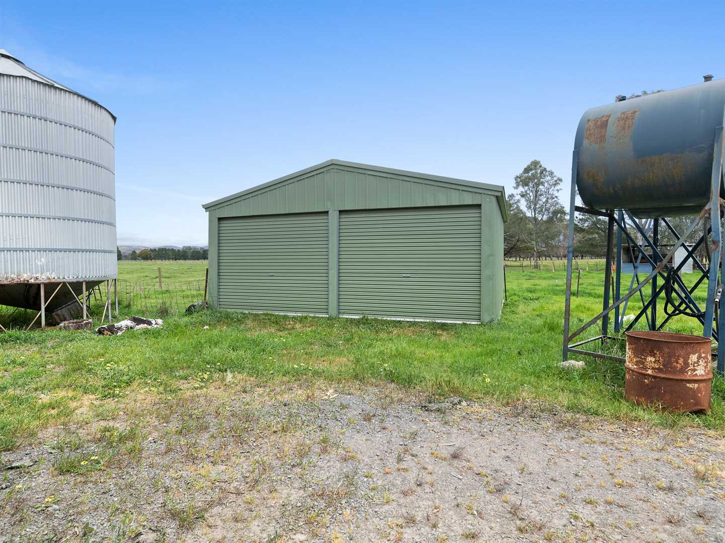 Lockable Shed and Silo, Fuel Bowser