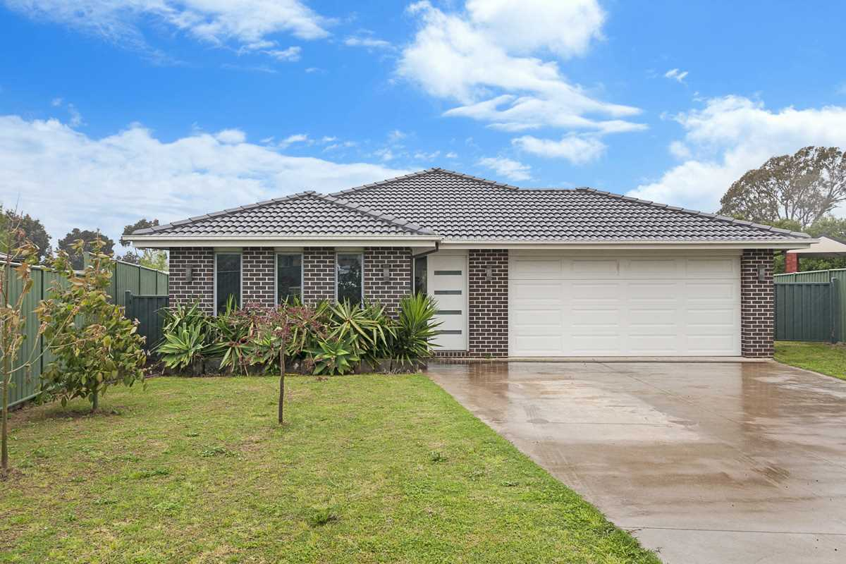 Contemporary style, great family location!