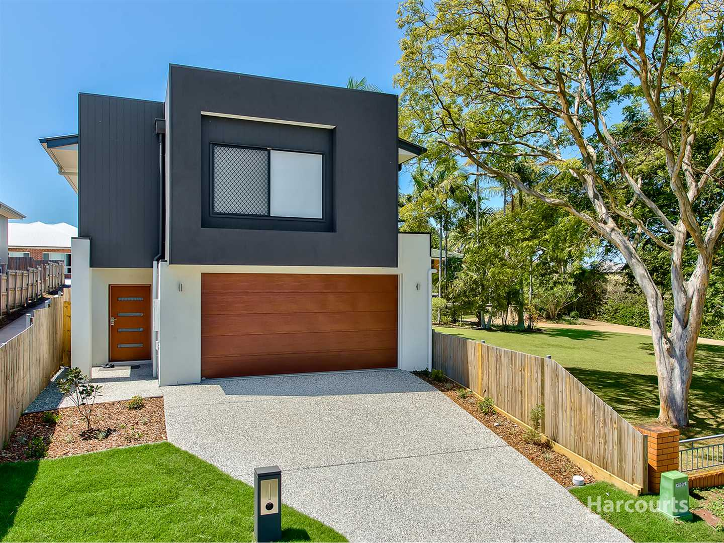 Brand New Modern Home In Prime Location