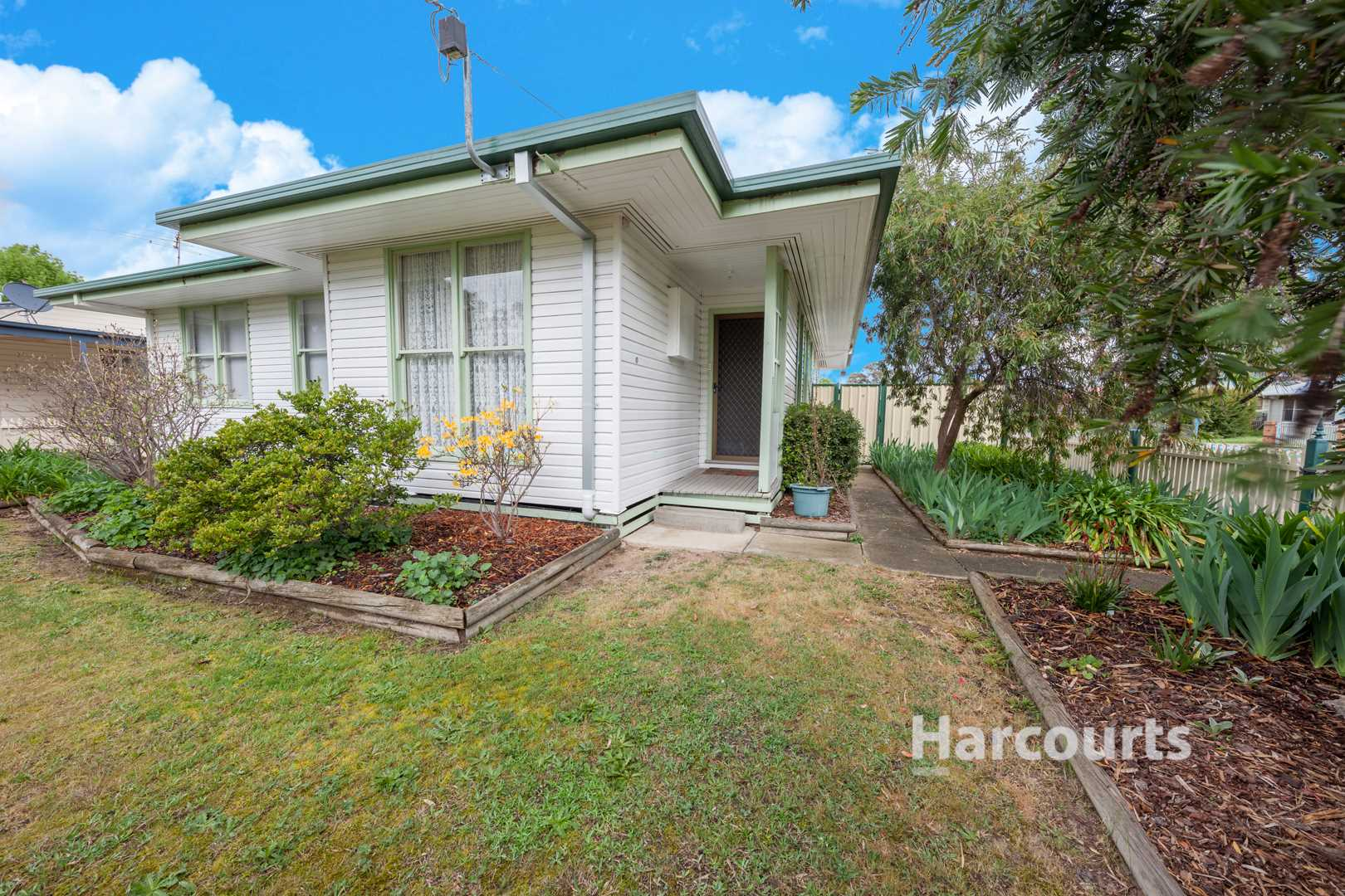 Great Home With Creek Views And Parkland - 615M2