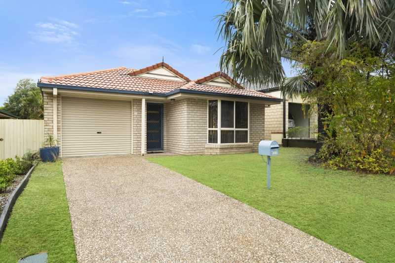 Great size 380m2 block opposite a Park!
