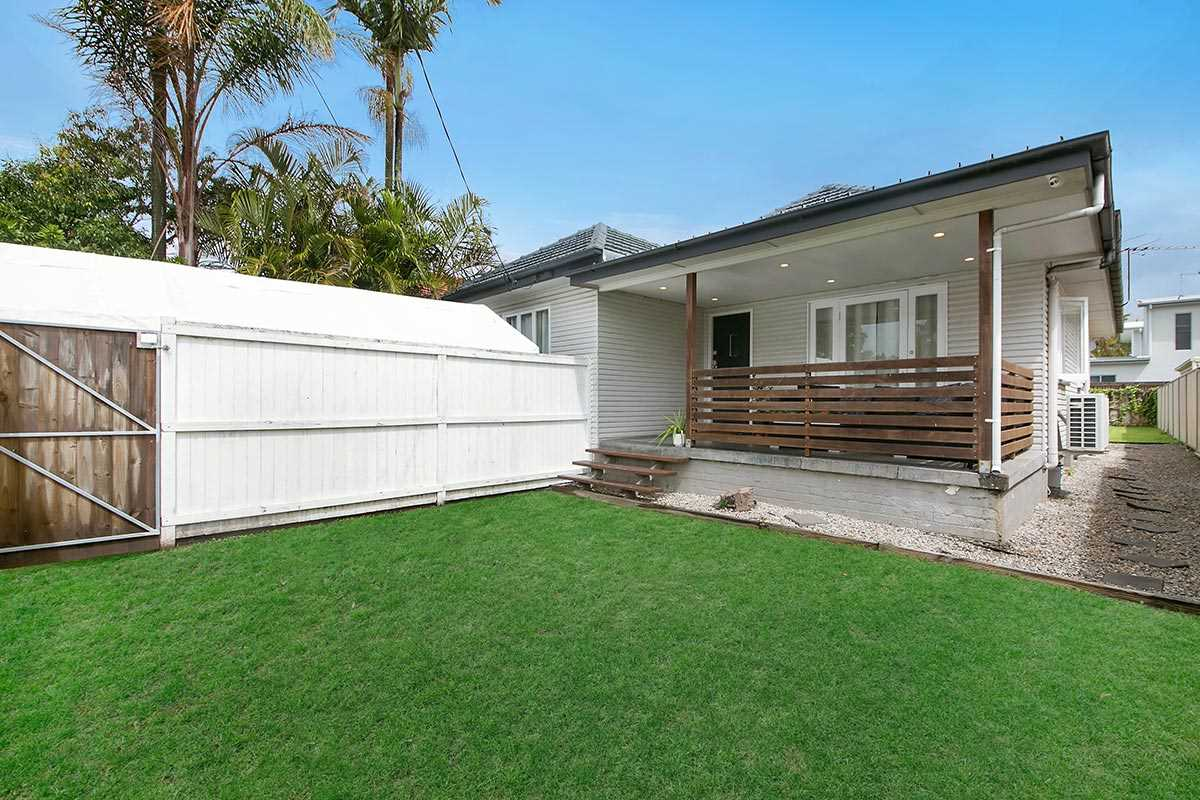 Low-Set Post War Home In Great Condition!