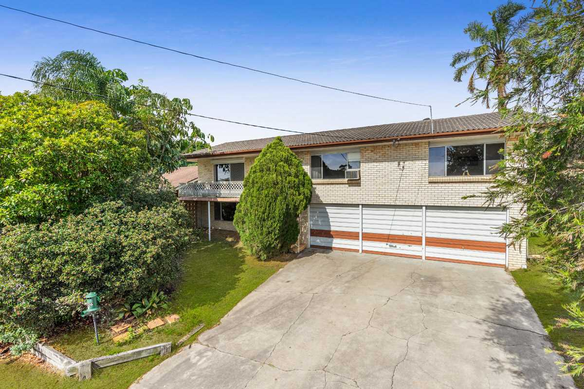 Two Level Home inside Mansfield State High School Catchment