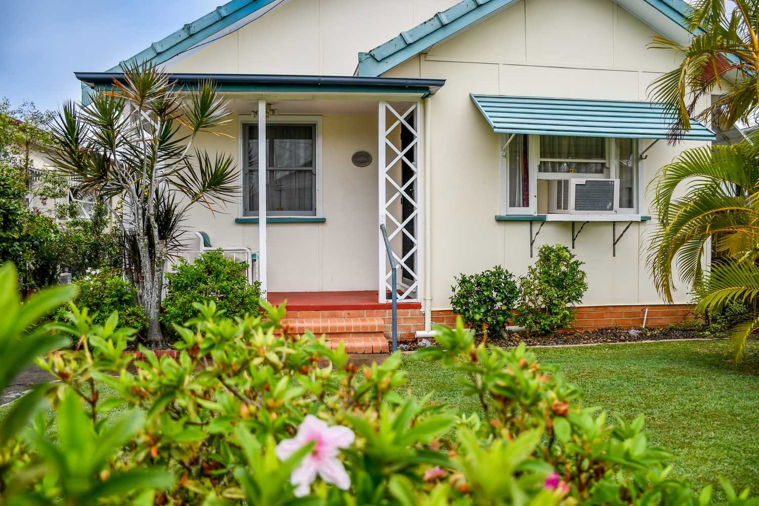 Charming Cottage east of Oxley!