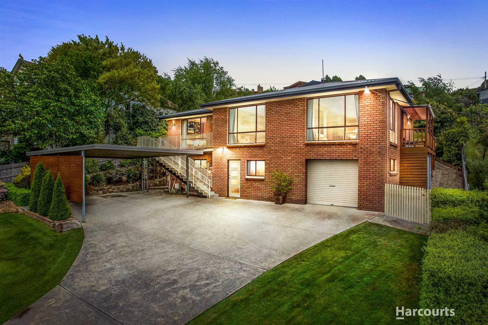 Quality Family Home - Water Views
