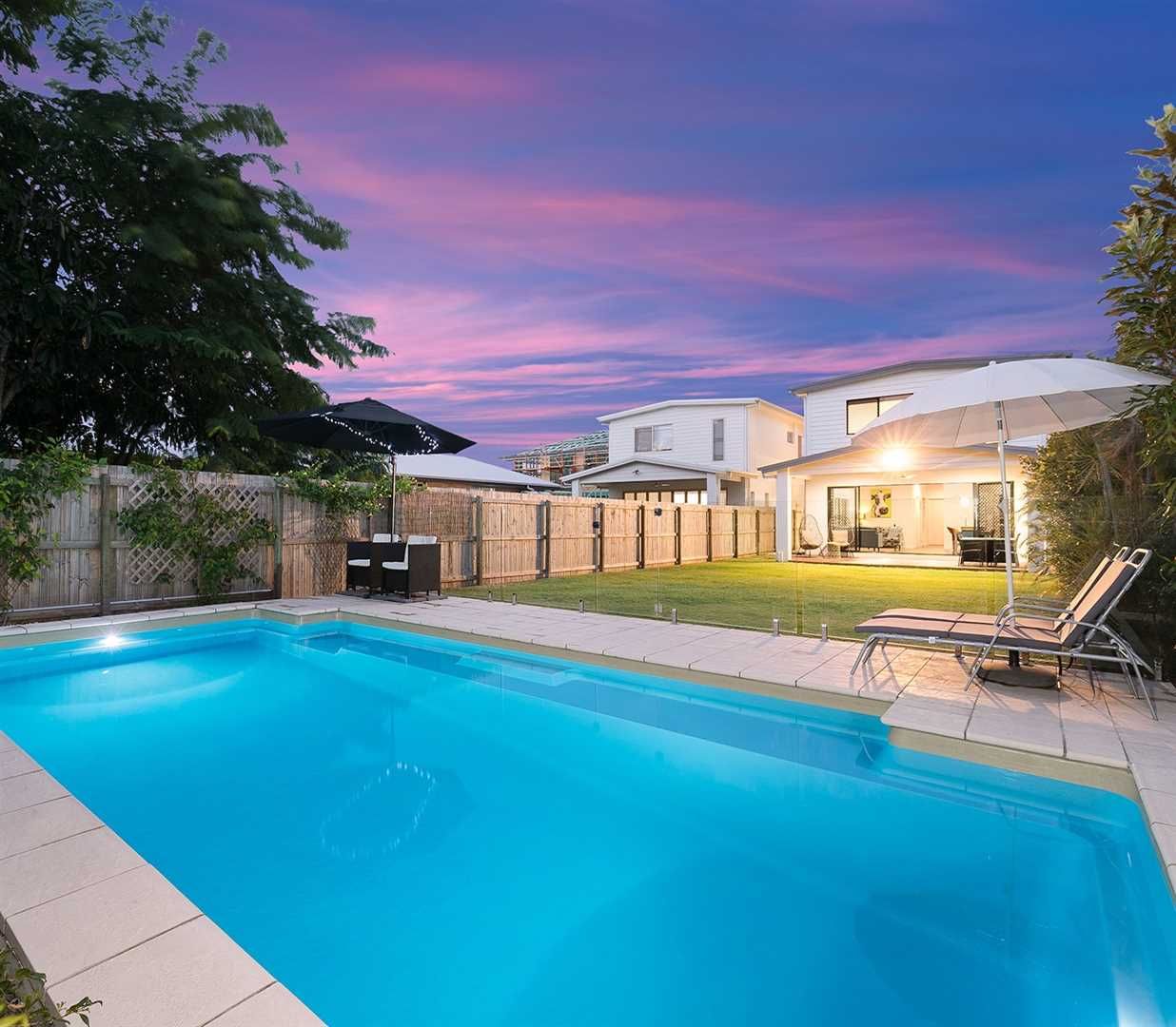 Luxurious, Contemporary with A Pool on 588m2