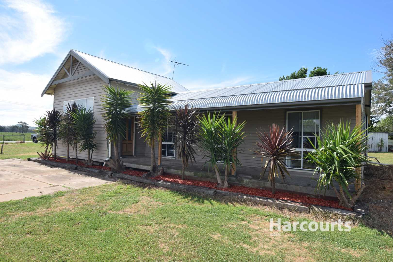 Neat and Tidy Village Living - 8094m2
