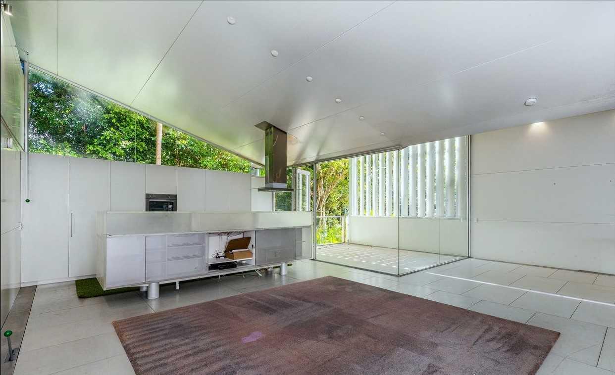 Modern Duplex, Great Location