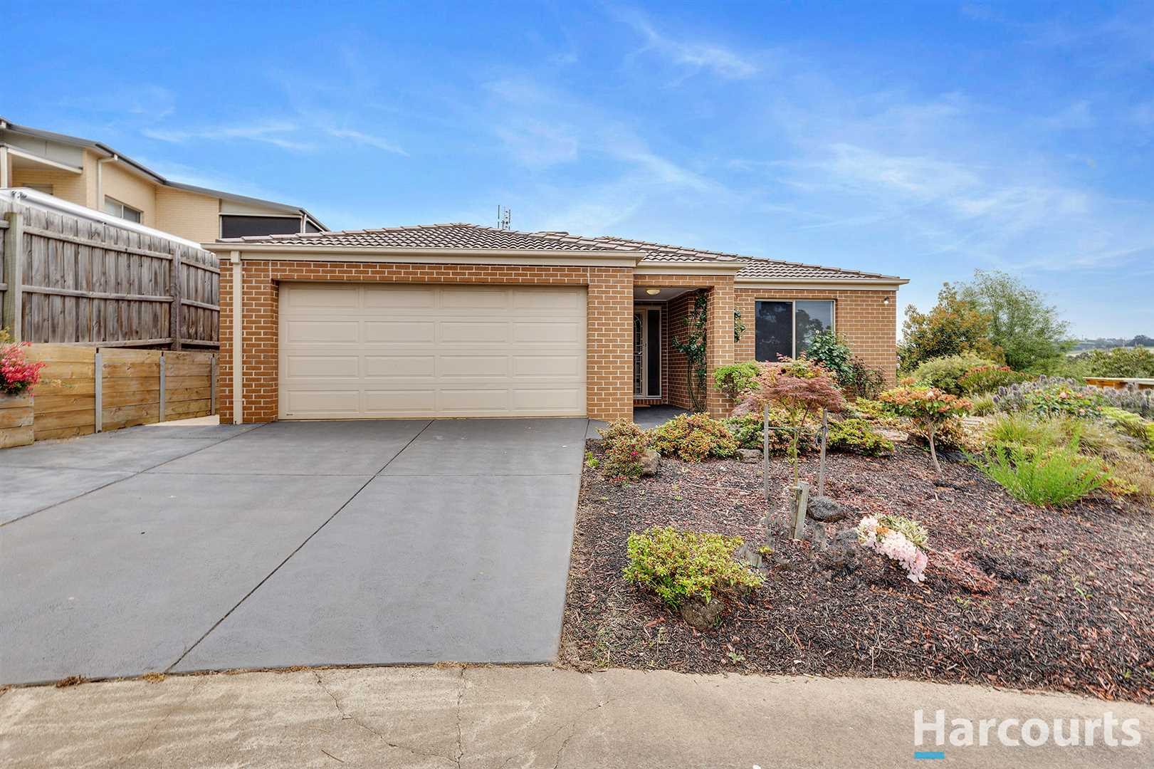 Gorgeous Home In Court Location!