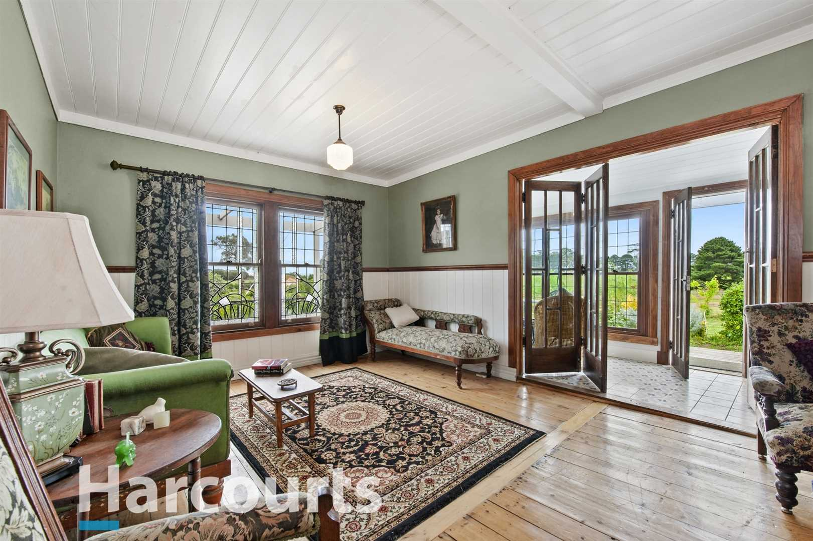 Charming Cottage, Beautiful Gardens & 15 Picturesque Acres