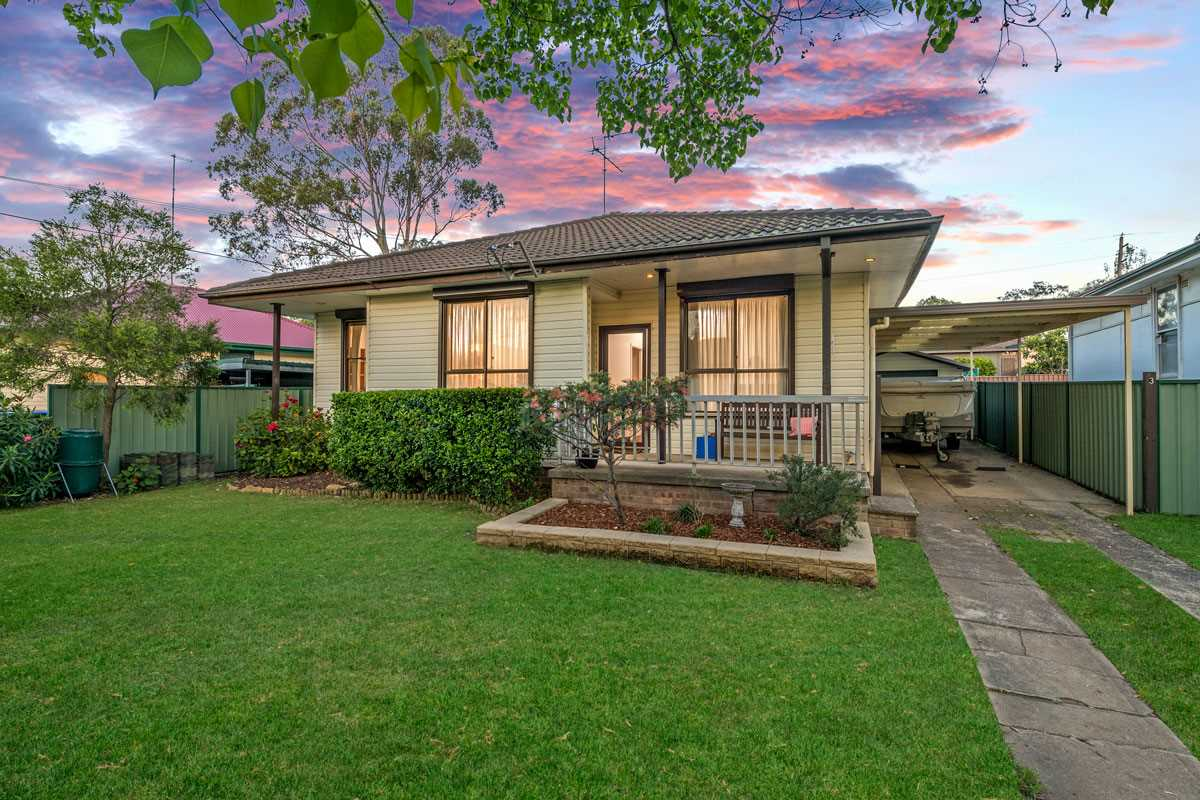 Beautiful & Spacious Home In A Quiet Tree Lined Street