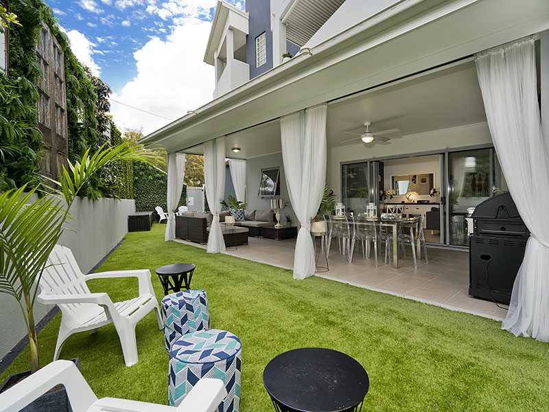 Contemporary & stylish ground floor unit with spacious court