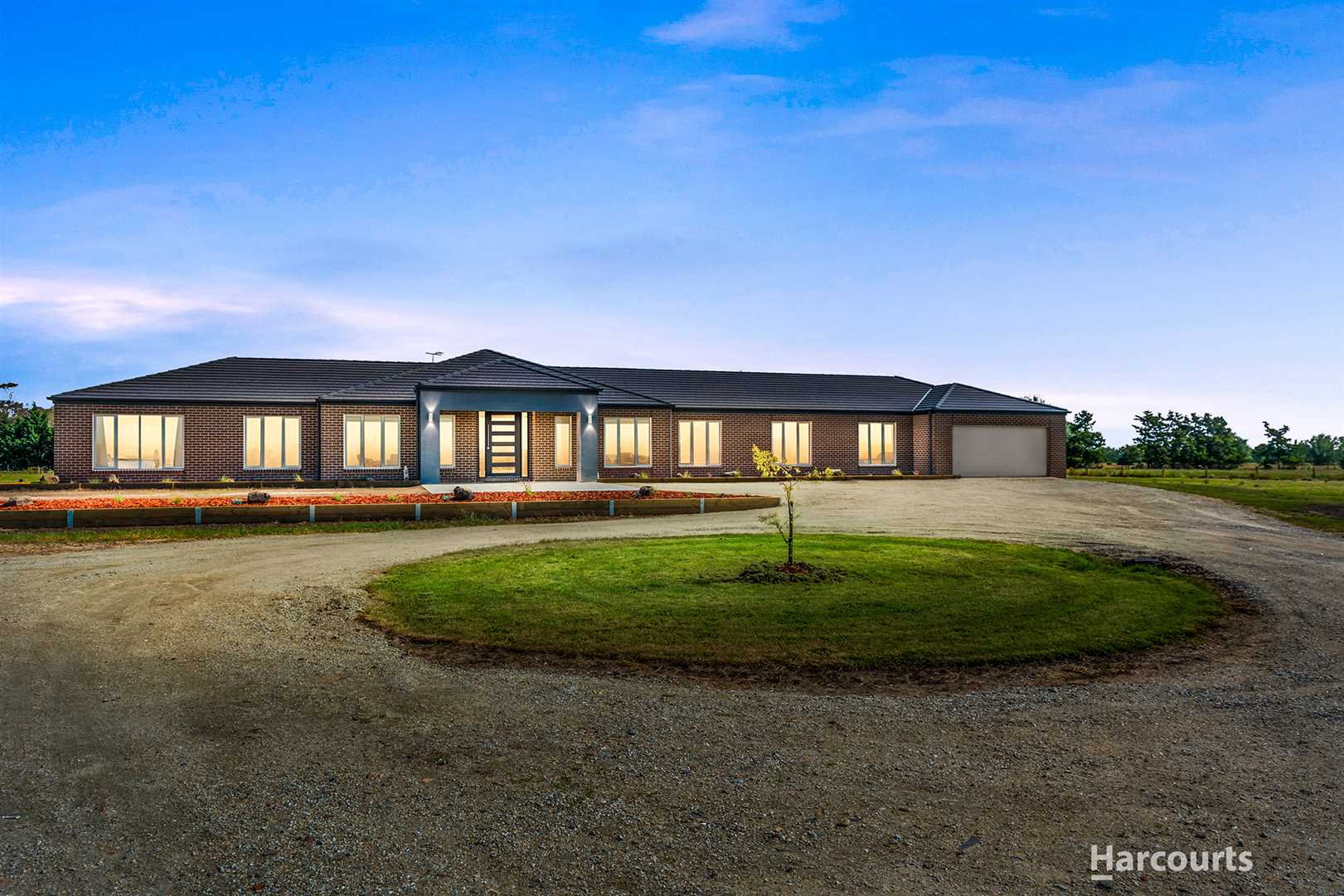 Stunning, Modern, Country Family Home on 5 Acres