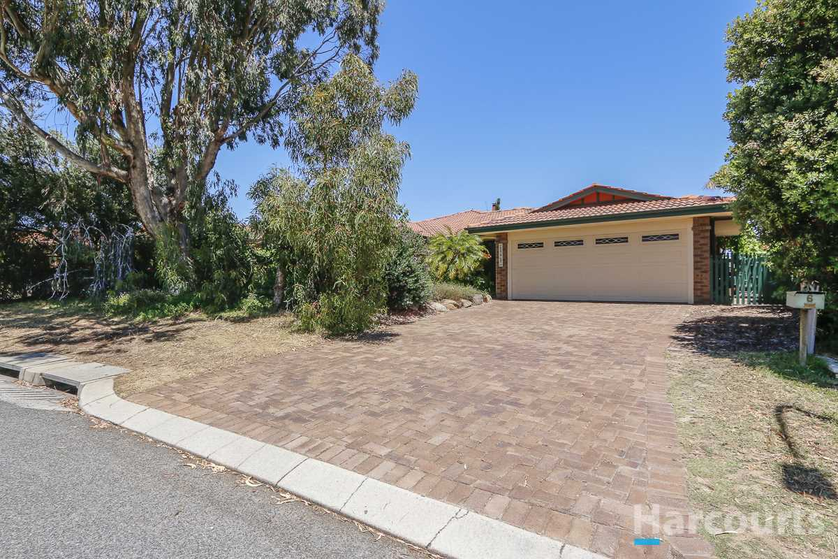 Well Presented & Sizeable Family Home - Applecross SHSZ!