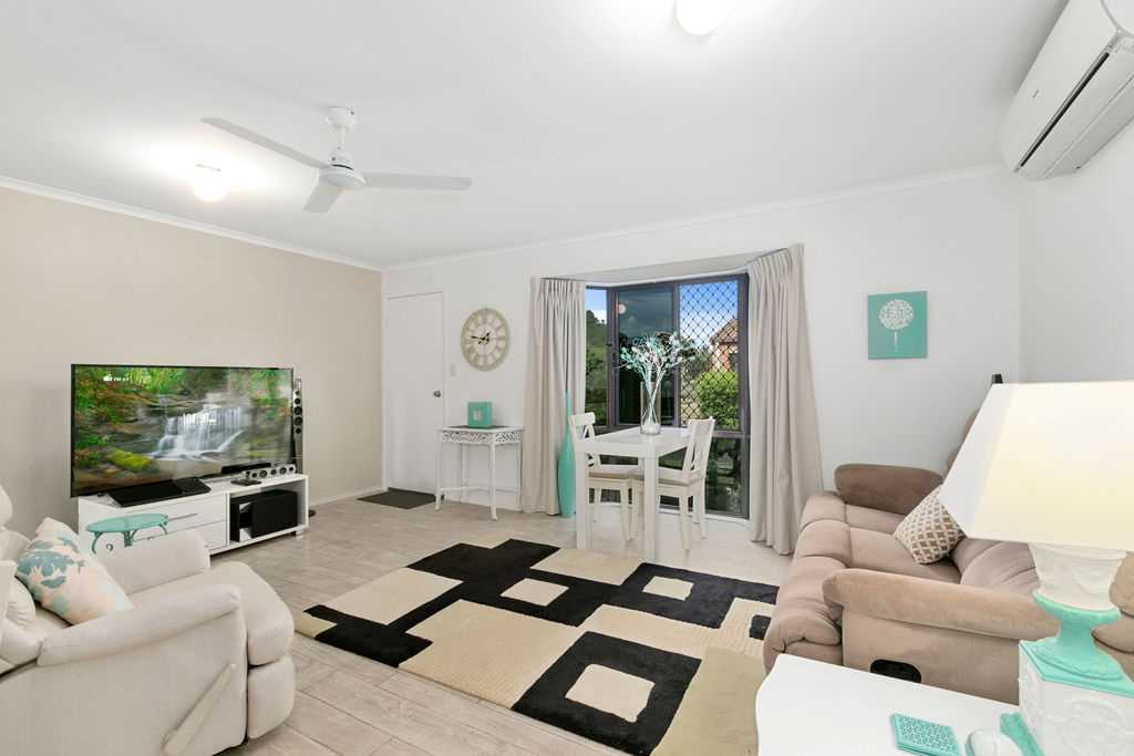Fabulous Unit in the Ever Popular Palms
