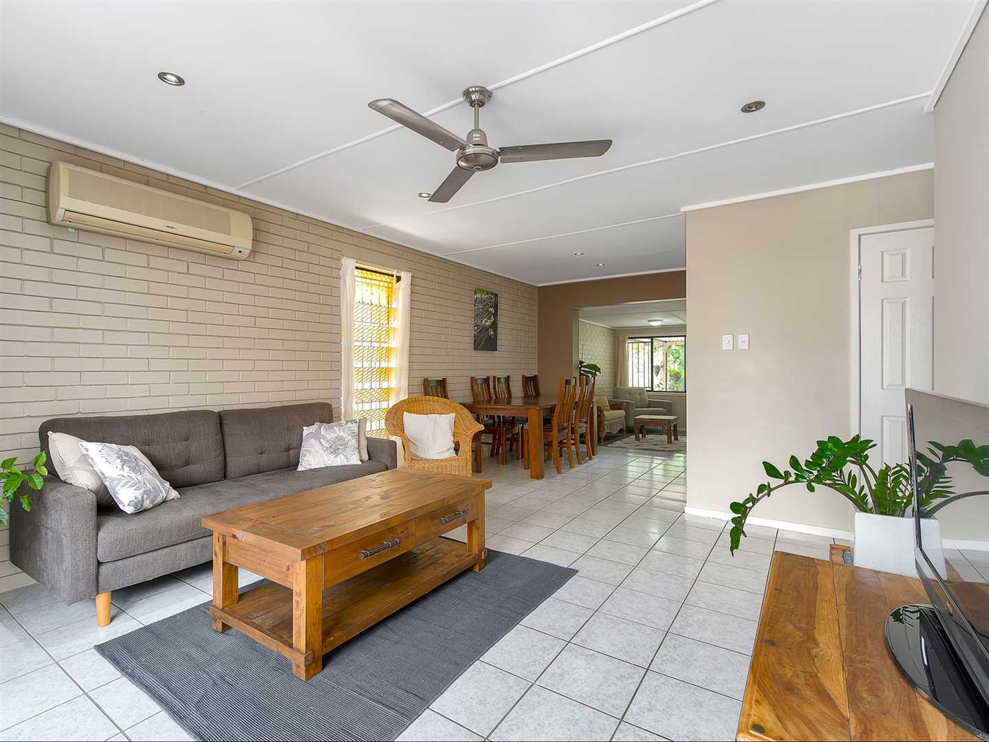 Well-presented lowset home backing on to parkland