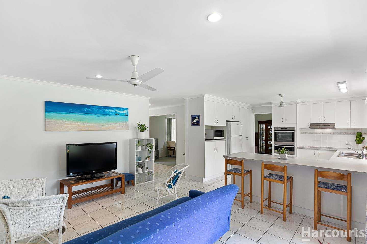 Spacious Family Home on 3642m2 - Room for all the toys!