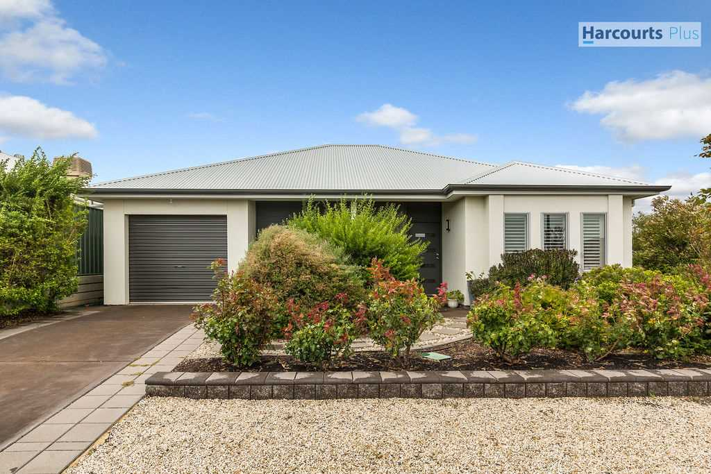 Down size or first home, this one is a gem!!!!