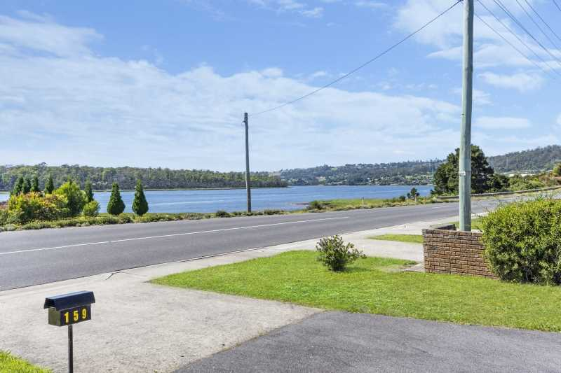 3 Bedroom Home Opposite the Tamar River !