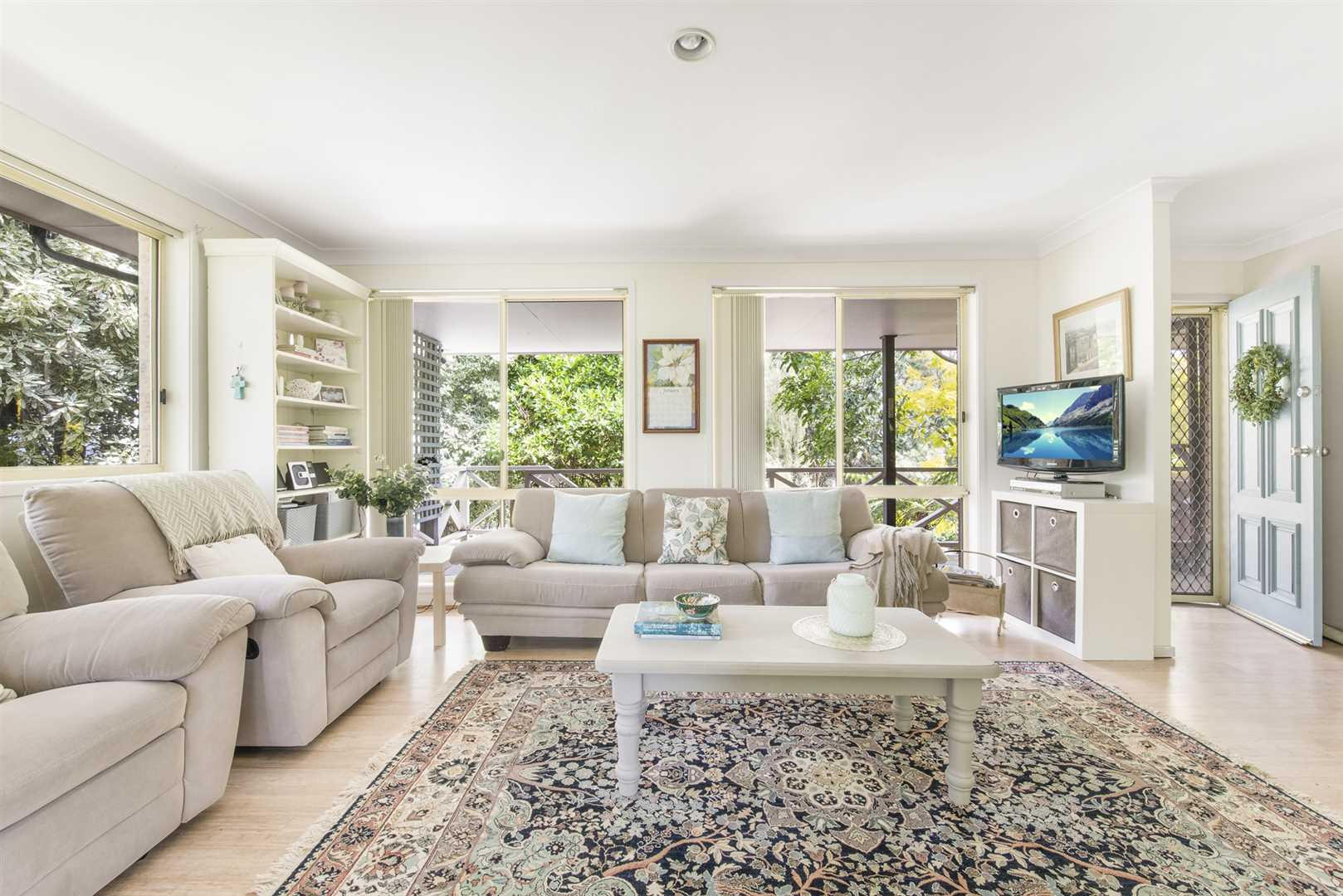 Milton Central with Plenty of Room - 1,008 sqm