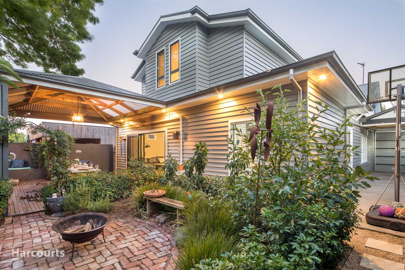 Stunning Californian Bungalow in the Heart of Soldiers Hill