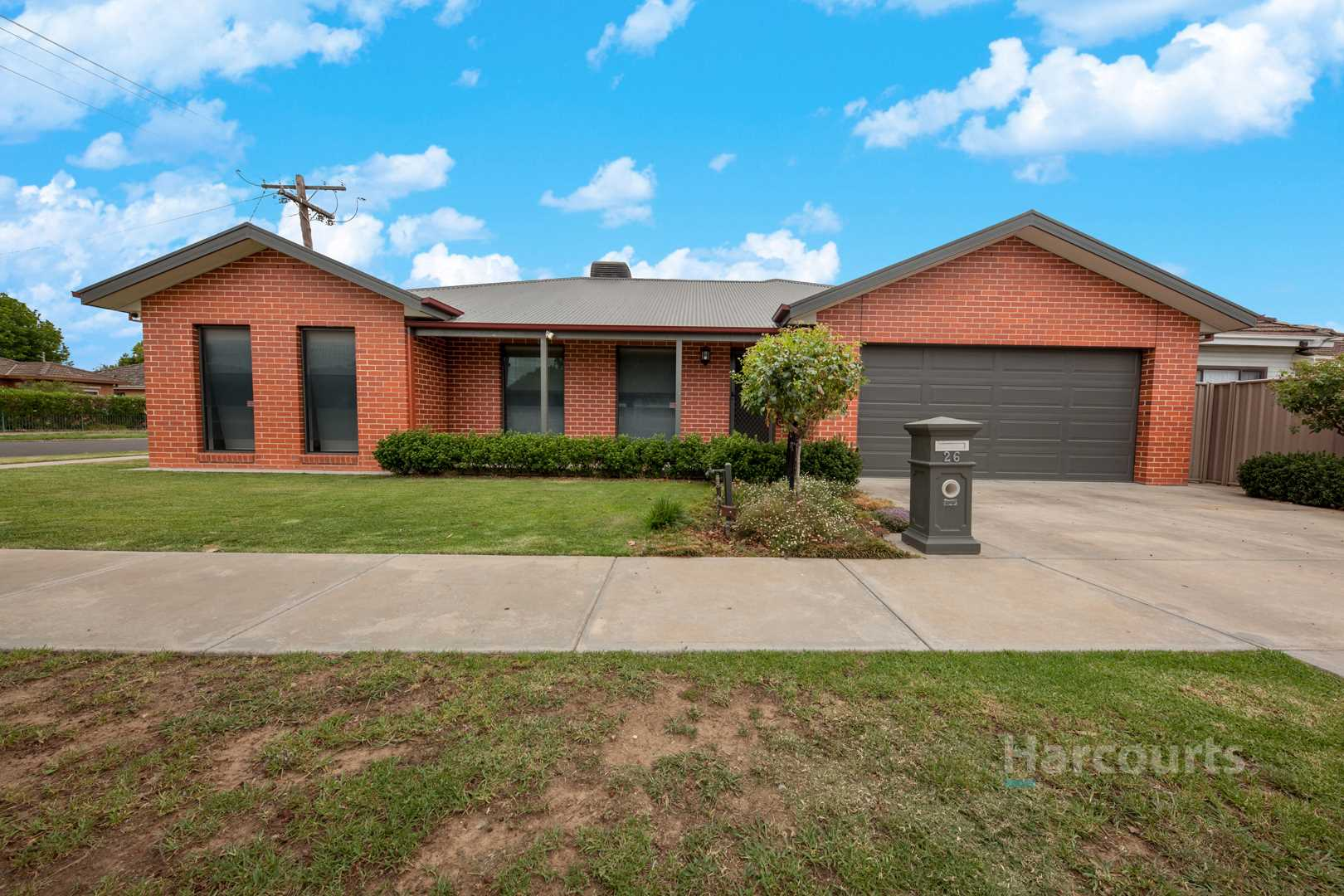 New Home Appeal in Traditional West End Heartland  405m2