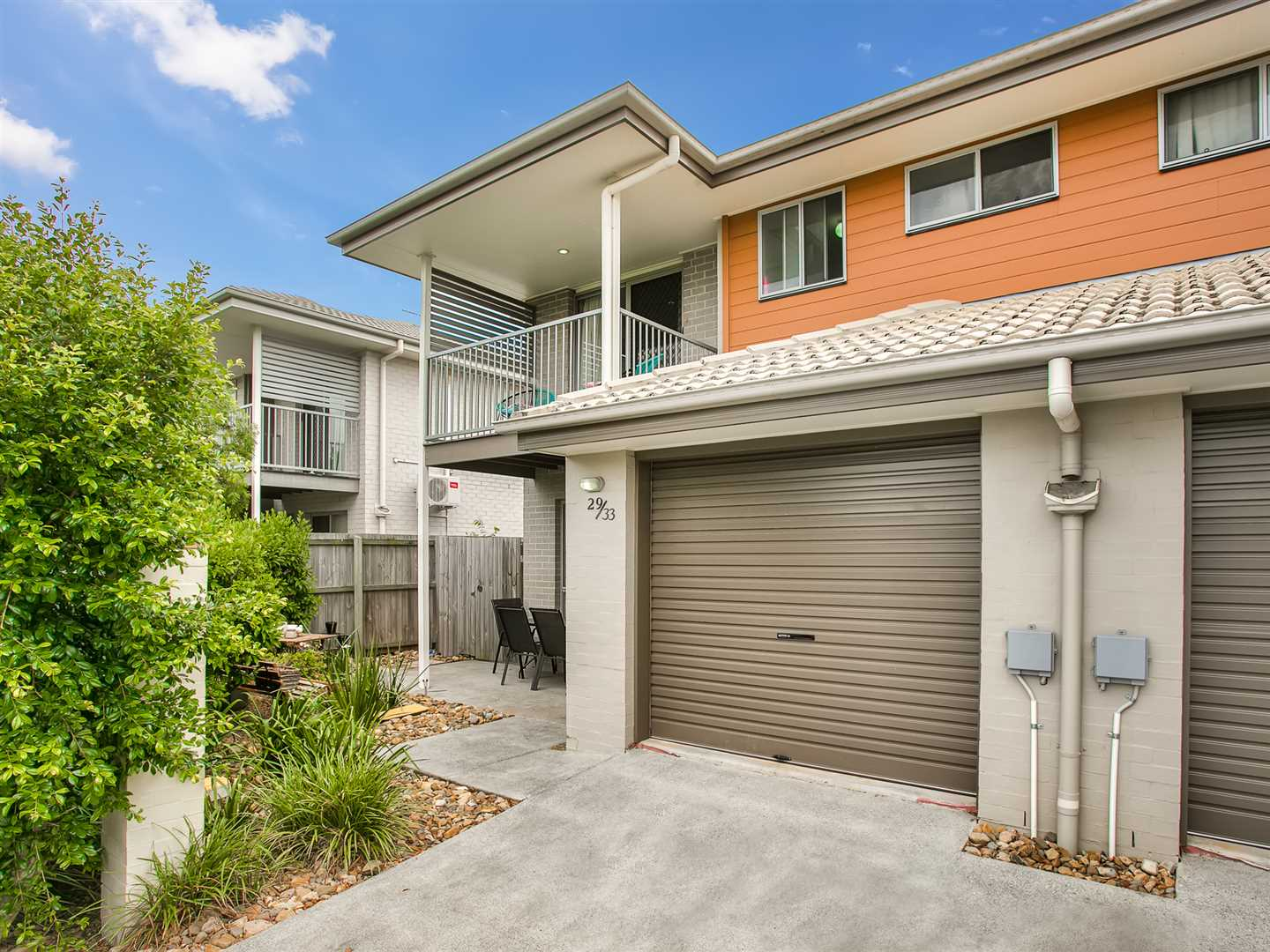 Immaculate Modern Townhouse - Quiet & Convenient